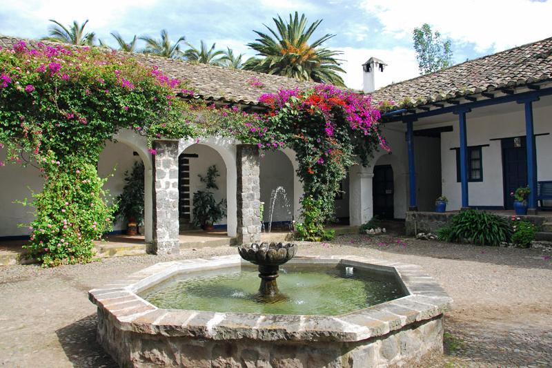 Hacienda Pinsaqu Courtyard