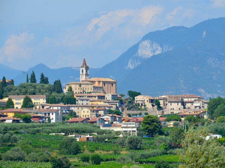 The View Above Lake Garda 590E